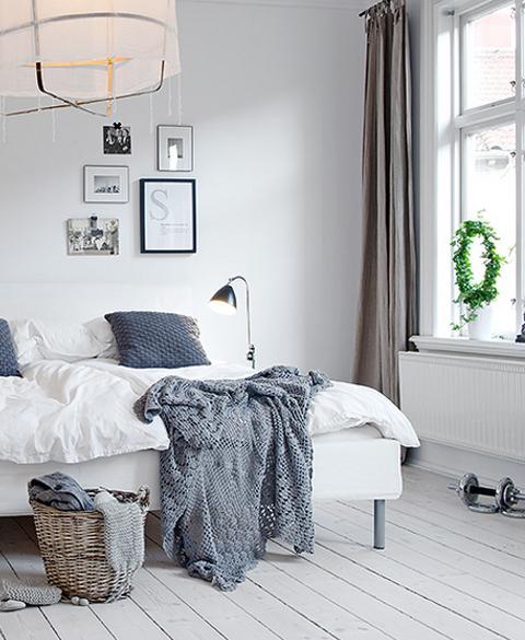 https://www.ideasenpolvo.com/wp-content/uploads/2013/05/scandinavian-style-9-bedroom-with-grey-accents.jpg